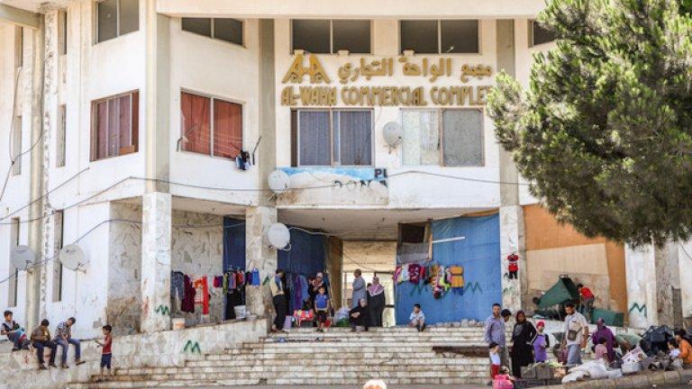 """Както в цялата страна, така и в Северен Ливан, помещенията, предвидени за извънредно големия брой бежанци са тотално препълнени. """"Няма нито едно помещение, което можем да отдадем в момента"""", казва местна кординаторка по тези въпроси"""
