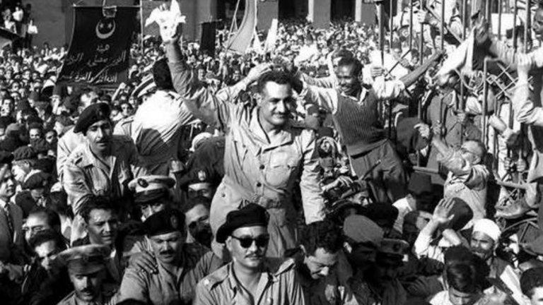 5. Гамал Абдел Насер (президент на Египет в периода 1954-1970 г.)  На 26 октомври 1954 г. Насер произнася реч в Александрия, която се предава по радиото в целия арабски свят. Член на Мюсюлманско братство на име Махмуд Абдел-Латиф присъства на речта. От разстояние от около 8 метра той изстрелва 8 куршума към Насер, но нито един от тях не достига до президента.   Той се възползва от ситуацията, успокоява паникьосаната тълпа и продължава речта си, за да получи още по-бурни аплодисменти. Така планът на Мюсюлманско братство се обръща срещу тях. След случая Насер започва едно от най-големите политически преследвания в историята на Египет. Арестувани са хиляди души, много от които членове на Братството.