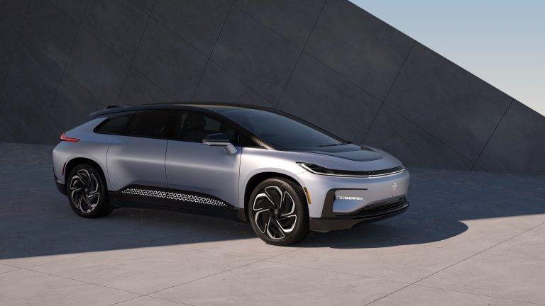 Faraday Future FF91FF91 беше представен още през 2017 г. на Изложението за потребителска електроника, но оттогава сякаш изглеждаше, че никога няма да стигне до продукция. Сега стартъпът зад него обявява, че FF91 е готов за серийно производство. Електромобилът ускорява от 0 до 100 км/ч за 2,4 секунди заради своите 1500 конски сили. Максималният му пробег е 600 километра. Кога обаче ще е на пазара – няма точна информация.