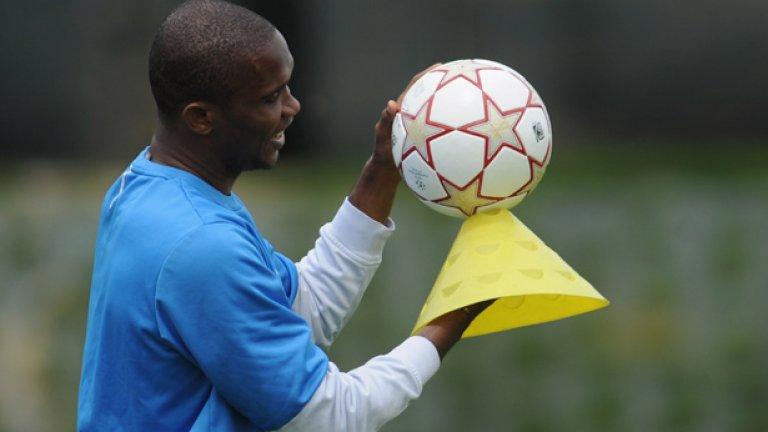 Самуел Ето'о в Евертън В края на миналия сезон камерунският голаджия беше освободен от Челси и премина със свободен трансфер в Евертън. Мнозина са на мнение, че Самуел е преминал пика си като нападател, но със сигурност той не е загубил дарбата и усета си за гола, което обещава добри новини за Евертън във Висшата лига.