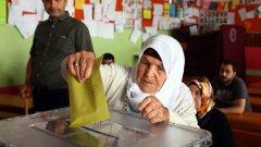 Решението на Върховният избирателен съвет на Турция дойде след множество оплаквания от партията на президента Реджеп Таип Ердоган