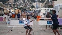 Един от къмпингите в Рио, където аржентинците продължават да живеят, независимо, че световното свърши преди 15 дни.