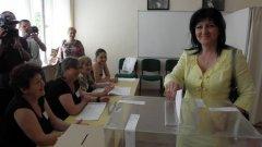 Цвета Караянчева смята, че провеждането на избори и референдум в един ден ще затрудни гласоподавателите