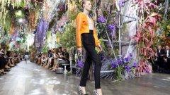 Dior, пролет-лято 2014, подиумът се превръща в джунгла от истински цветя