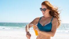 Мазането със слънцезащитни продукти не е досада, а необходимост, за която по-късно тялото ще ни благодари