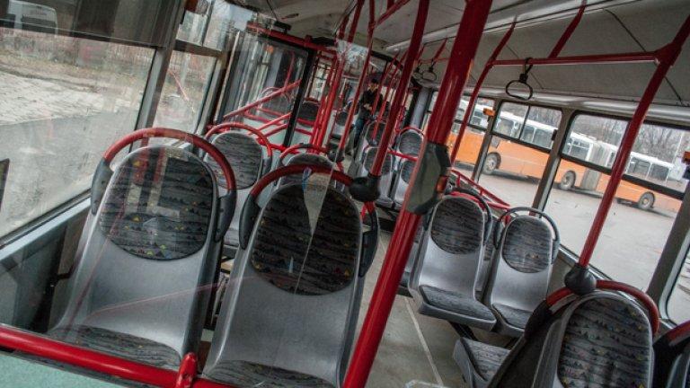 Толкова празен може да бъде салонът само на последната спирка