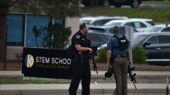 Един загинал и осем ранени ученици след стрелба в училище в Колорадо
