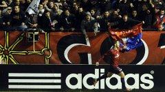 Осасуна разби Атлетико и даде аванс на Реал в битката за титлата.