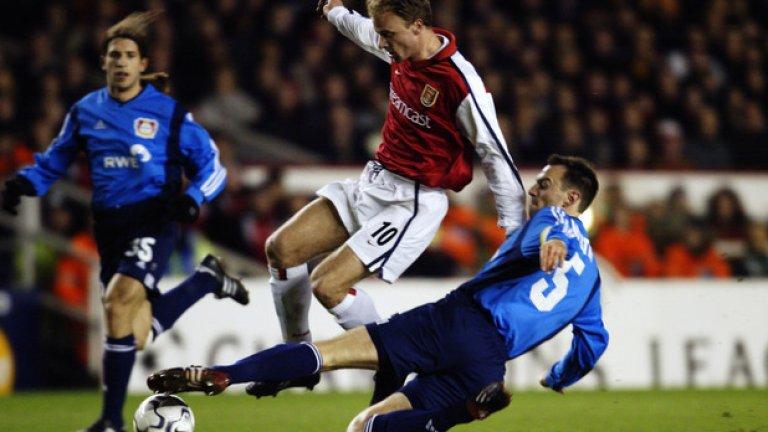 Денис Бергкамп срещу Байер Леверкузен, групова фаза, 2002 г. Dennis Bergkamp goal vs Bayer Leverkusen (01/02) pic.twitter.com/zCGQpRn7f7— Best Arsenal Goals (@BestAFCGoals) August 24, 2016