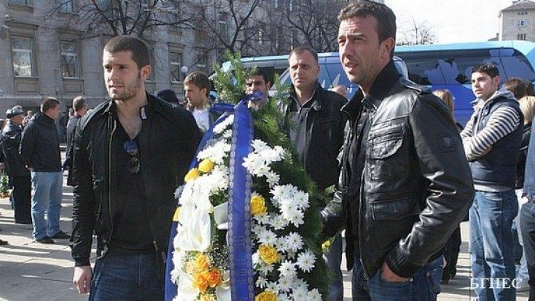 Футболистите на ПФК Левски почетоха паметта на Васил Левски, като поднесоха венец и цветя на паметника на Апостола по случай 137 години от обесването му