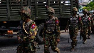 Заместник-министърът на отбраната на Русия Александър Фомин е на посещение в страната и ще се включи във военния парад по случай Деня на въоръжените сили на Мианмар