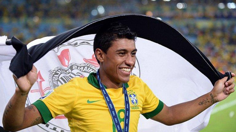Паулиньо Паулиньо измина неприятния път от национал на Бразилия до забравена резерва в Тотнъм. Този сезон записа едва три мача във Висшата лига и е много вероятно да бъде продаден на Коринтианс.