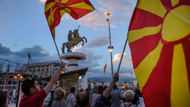 Ботове, конспирации и ловки изчислителни тактики в голямата битка за македонския референдум и името на страната