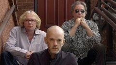 R.E.M. днес - Майк Милс (вляво), Майкъл Стайп (в средата) и Бил Бери (вдясно)