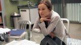 """Д-р Реми Хадли от """"Доктор Хаус"""" Тя е 13. Защото той не я нарича с истинското ѝ име. Но ако излезем извън неговия обхват (макар че е трудно, когато говорим за д-р Грегъри Хаус), тя е д-р Реми Хадли от """"Доктор Хаус"""" и уверено води класацията на най-сексапилни телевизионни лекарки. Това не е учудващо, тъй като в ролята влиза Оливия Уайлд, която със сигурност е секси дори рано сутрин след пиянска нощ. 13 е самовглъбена, потайна, посветена на лекарската професия и криеща своята тайна, която се разрешава по неблагоприятен начин преди Уайлд да се оттегли от сериала."""