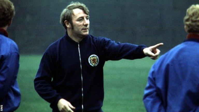 Томи Дохърти Дохърти има над 40 години опит във футбола като играч и мениджър, а от 1972 до 1977 той ръководи Манчестър Юнайтед. През 1977 клубът го уволнява, след като става ясно, че Томи има връзка със съпругата на физиотерапевта на отбора. Скоро след това съпругата на Томи го напуска, а той успя да продължи треньорската си кариера до 1988, когато се пенсионира.