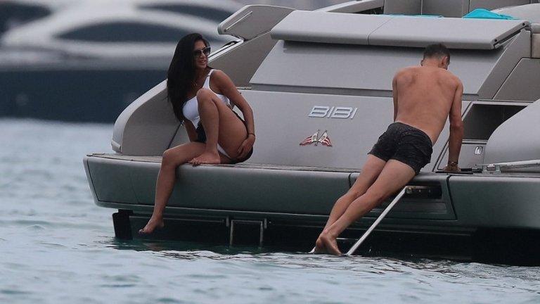 Григор и Никол на почивка в Сен Тропе (снимки)