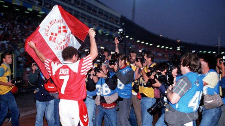 """Джон Йенсен  Европейският шампион с Дания вкара един от головете на финала срещу Германия през 1992 г. С Арсенал обаче не беше никак резултатен и отбеляза само веднъж в 138 мача за тима, което провокира създаването на фланелките сред феновете на """"топчиите"""" с надпис """"Бях там, когато Йенсен вкара"""".  Йенсен стана треньор след приключването на футболната си кариера и в момента е начело на втородивизионен отбор в родината си."""