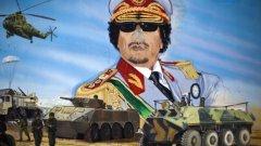 """Защо много хора си спомнят с носталгия за диктатора Муамар Кадафи, когото приживе наричаха """"зло куче"""", преди да го екзекутират публично?  На снимката: графит в Триоли, август, 2011-та (Кадафи беше убит на 20 октомври 2011-та)"""
