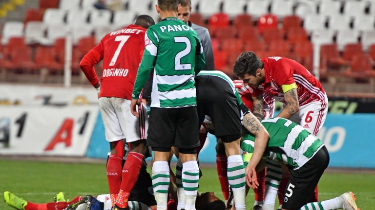 """""""Армейците"""" рискуваха здравето на своя футболист, който свърши прекрасно работата си на терена - но заслужаваше ли си рискът?"""