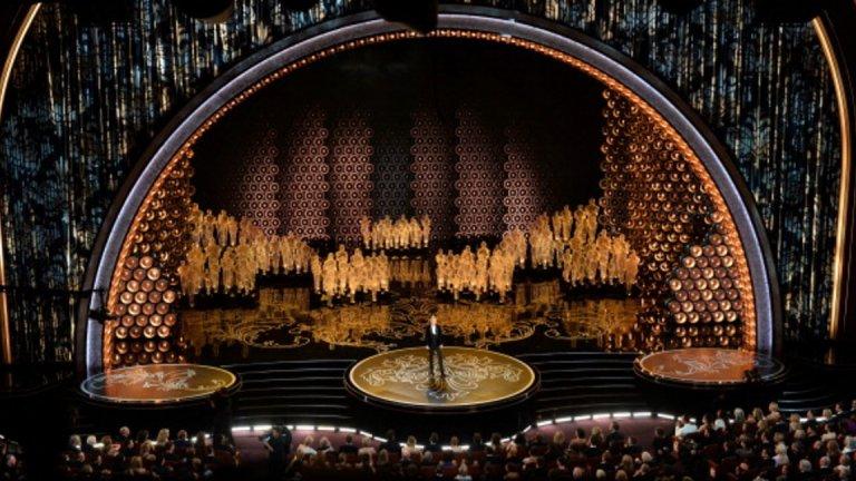 """Първите """"Оскари"""" се провеждат в известния хотел """"Холивуд Рузвелт"""". Днес церемонията се състои в """"Долби Тиътър"""" - десетата локация, която Академията избира за своите годишни награди."""