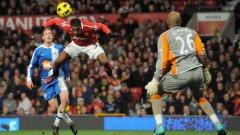 Патрис Евра бележи първото попадение за Манчестър Юнайтед срещу Уигън