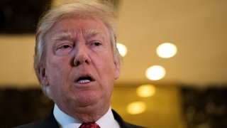Президентът на САЩ отново нападна ФБР и бившия си опонент Хилъри Клинтън заради това, че разследването срещу нея не е довело до резултат.