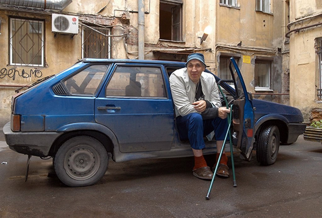 На 18 беше висок 218 см, а Доктор Смърт искаше да купи тялото му: Тъжната история на Руския Гъливер