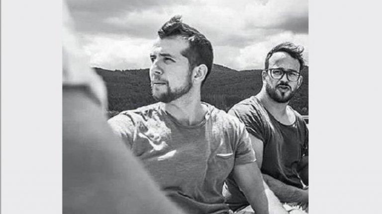 Двамата режисьори Петър Бояджиев (вляво) и Николай Драганов не за пръв път работят заедно, но досега не им се е случвало да правят кино. Те си поделят отговорностите и Петър се занимава преимуществено със сценария и актьорите, а Николай – с визуалната част и монтажа