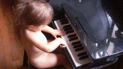 Да тормозите детето от малко да свири Моцарт няма да го направи по-интелигентно, но ще направи вас лоши родители