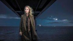 """В трети сезон на """"Мостът"""" детективката Сага Норен е вкарана буквално в """"мелницата"""". София Хелин - звездата от датско-шведстата копродукция има проблем със своя персонаж. Актрисата признава, че я е грижа за Сага, но не би искала да са приятелки"""