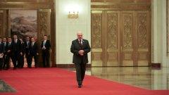 В свои изказвания президентът Лукашенко препоръчва на хората да наблягат на водката, сауната и народната медицина, за да не се разболят
