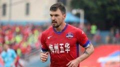 Валери Божинов е на крачка от 15-ия отбор в кариерата си