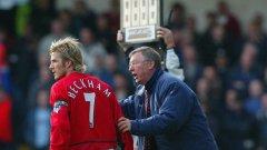 Сър Алекс беше като баща за Дейвид Бекъм, признава звездата в автобиография. Отношенията им бяха перфектни, Юнайтед печелеше мачове, но...