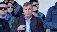 Божков обяви, че дава акциите на Левски на Наско Сираков
