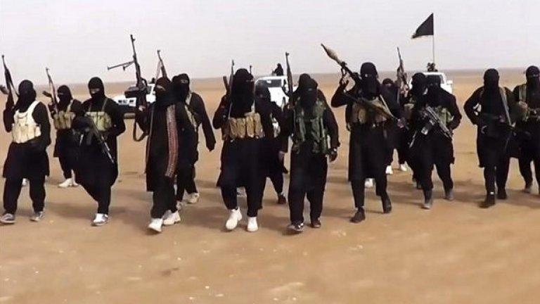Радикалните ислямисти заплашват с още убийства на заложници, ако не спрат въздушните удари срещу Ислямска държава в Ирак.