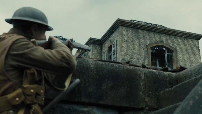...до снайперисти. Всяка една крачка от пътуването на двамата войници е проследена от камерата, за да може зрителят да изживее с тях мисията им.
