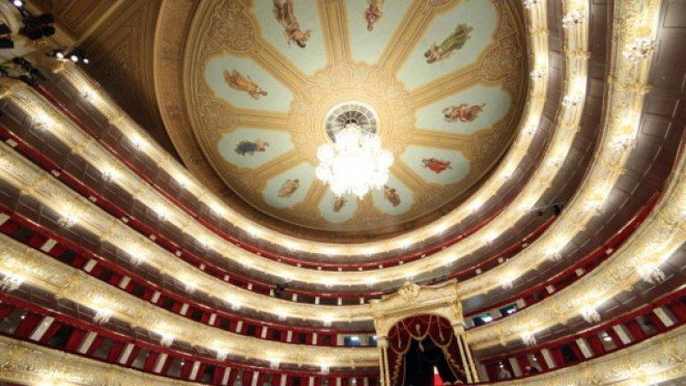 Пищната украса на Болшой театър е възстановена преди години