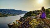 """Залез над язовир Кърджали от скалите край крепостта Патмос  Всъщност това е онзи прочут """"меандър на река Арда"""", когото фотографите много обичат да снимат, само че от отсрещния бряг при село Рибарци. На скалистия полуостров, разположен на мястото, където река Боровица се влива в язовир Кърджали, през средните векове е изградена отбранителната крепост Патмос. Днес от нея не е останало много, но останките й все още личат, а от близките скали се открива впечатляваща 280 градусова гледка към водите на водохранилището."""