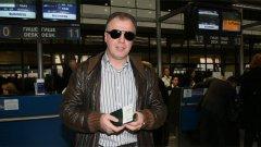 Наско Сираков няма да е щастлив на летището в София, а вероятно не е спал добре и в Павлодар. Сега ще се види може ли го още директорът, а и има ли власт в Левски.