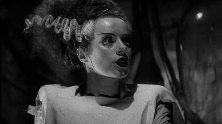 """""""Булката на Франкенщайн""""Оценка: 95 от 100 Черно-бялата класика по мотиви на романа """"Франкенщайн"""" от Мери Шели добавя щипка романтика към познатия хорър. Легендарният Борис Карлоф е в ролята на най-самотното чудовище в историята на киното и копнее за половинка. А амбициозният учен д-р Франкенщайн (Колин Клайв) му създава обречената булка."""
