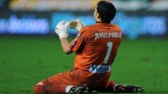 Вратарят на Спортинг (Хихон) Хуан Пабло се ядосва на пропуска на свой съотборник