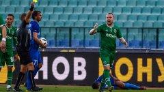Нахлули фенове, грозни сцени и два червени картона: Лудогорец победи Левски