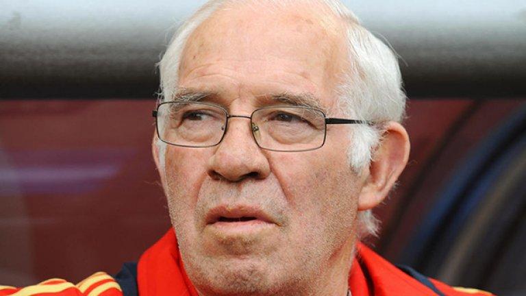 """Луис Арагонес  Бившият треньор на испанския национален отбор направи голям скандал през 2005 г., когато опита да надъха играча си Хосе Антонио Рейес по крайно неуместен начин срещу съотборника му в Арсенал Тиери Анри.   """"Кажи на това черно лайно, че си много по-добър от него. Кажи му го от мен. Трябва да вярваш в себе си"""", изцепи се Арагонес, а испански журналисти чуха изказването му и не пропуснаха да го разпространят. И треньорът, и Рейес отрекоха обвиненията в расизъм и обясняваха, че това е било просто шега и начин за мотивиране, но Арагонес беше принуден да се извини официално и да плати глоба."""