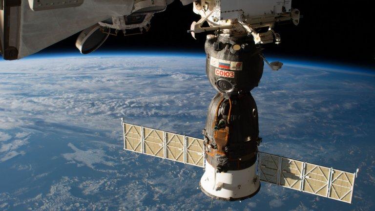 """Космонавтите от """"Союз МС-11"""" успешно преминаха на Международната космическа станция"""