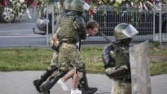 """ЕС заплашва Минск със санкции, определяйки проведените президентски избори като """"нито свободни, нито честни"""""""