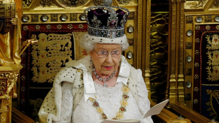 До 2021 година обаче, Елизабет се надява да царува безпроблемно.