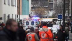 """Френските медии протягат ръка на """"Шарли Ебдо"""""""