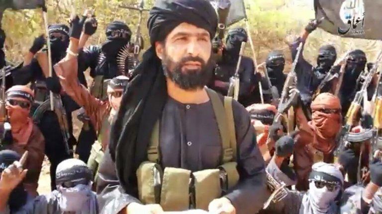 Аднан Абу Уалид ал-Сахрауи  Роден като Лехбиб Юмани, сахрауитският водач в продължение на години трупа опит в Западносахарския Фронт ПОЛИСАРИО преди да изостави сепаратистката кауза и да стане лидер на Ислямска държава в Сахара. Основната зона където организацията действа е границата между Нигер, Мали и Буркина Фасо, като именно в този район през 2017 г. е извършена атака, при която загиват четирима нигерски войници и четирима американски командоси.