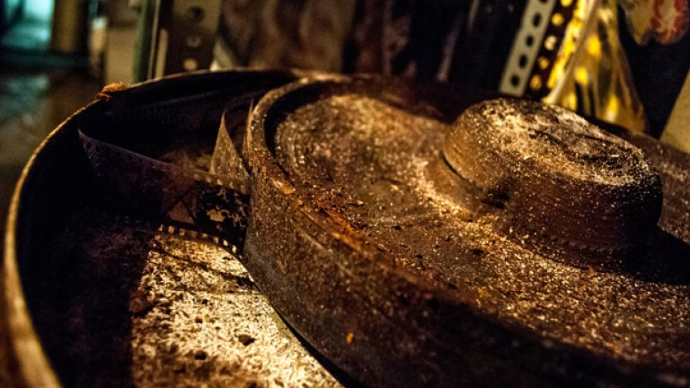 """Това е лентата от филма """"Време разделно"""", паднала жертва на едно от наводненията в сградата"""